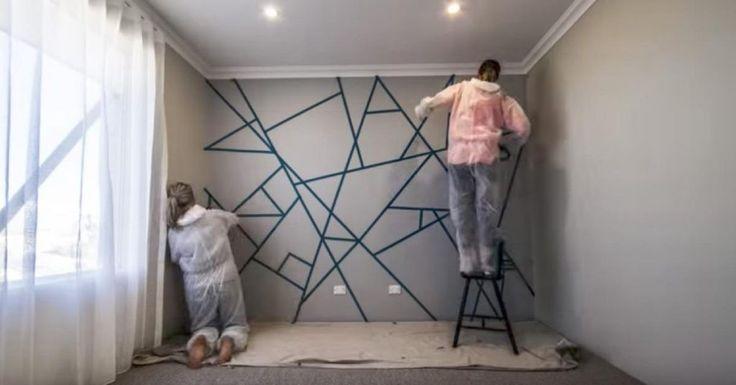 Als decoratie kun je bijna alles gebruiken. Vooral met behulp van de vele doe-het-zelf tijdschriften, televisie programma's, of internet tips. Er wordt vaak gezegd dat je het beste een wit plafond en witte muren kan hebben voor meer licht, en om het gemakkelijker te maken om de kamer te versieren.