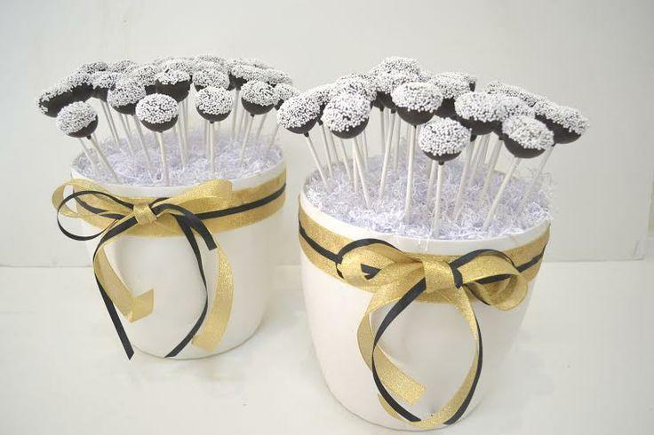 black n gold #cakepops