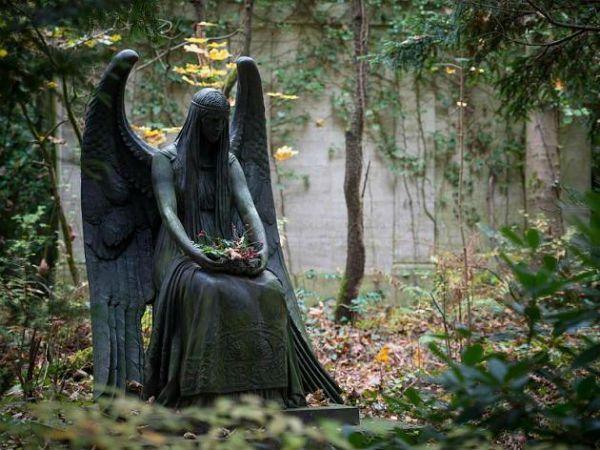 Гид по миру: Легенды жуткого кладбища американского городка