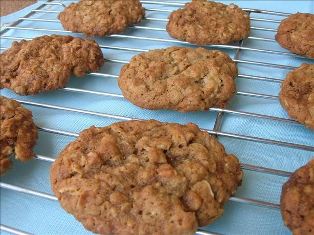 Vanishing Oatmeal Raisin Cookies    My favorite oatmeal cookie recipe! Double the vanilla and cinnamon, subbed dried currants for the raisins and baked into bars 8/15/13.