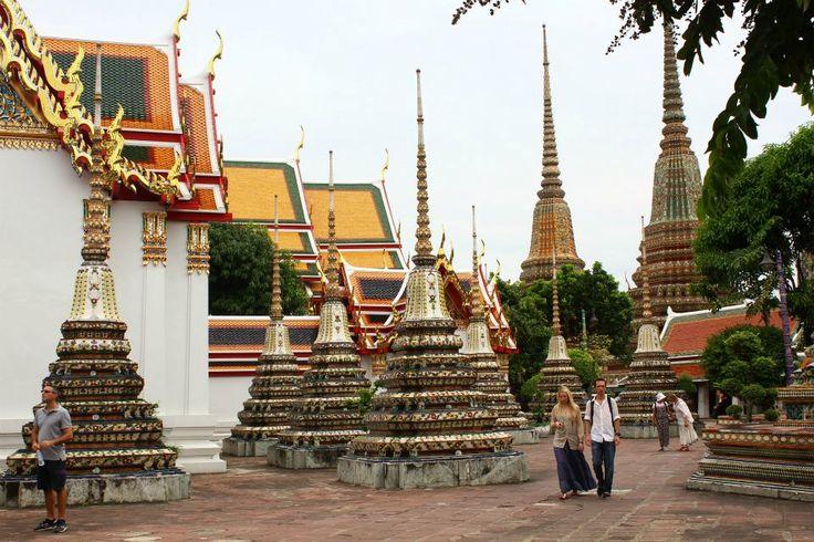 Neste nosso périplo pelo sudeste asiático, Bangkok teve um papel de plataforma giratória em diversas das nossas deslocações. Estivemos por três vezes distintas nesta cidade mas só lá dormimos uma noite (e curta!). No primeiro dia, chegamos de manhã cedo, de comboio vindos do sul da Tailândia e das suas praias. À noite, saímos de …