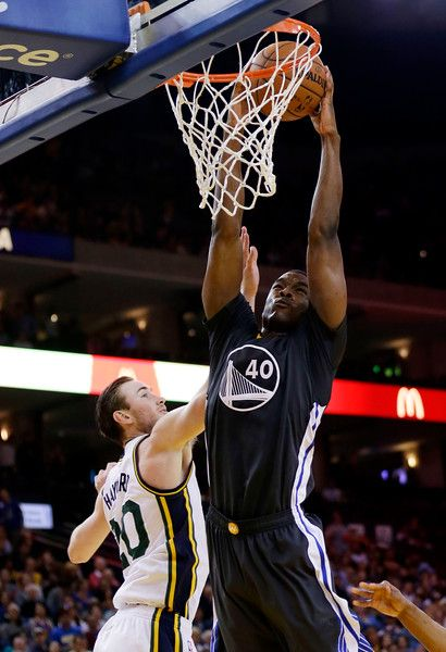 . Golden State Warriors\' Harrison Barnes, right, dunks past Utah Jazz\'s Gordon Hayward during the second half of an NBA basketball game Saturday, March 21, 2015, in Oakland, Calif. Golden State won 106-91. (AP Photo/Marcio Jose Sanchez)