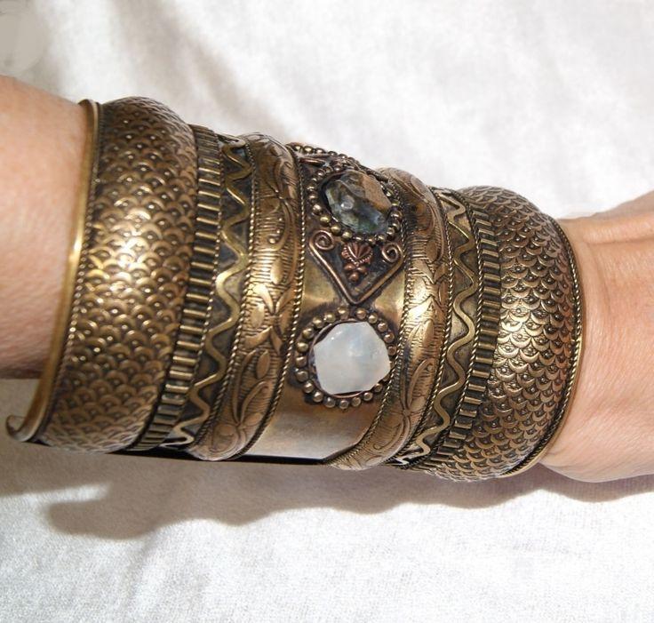 Brede Kuchi stijl armband goud kleur 10 cm - Long arm cuff Kuchi style gold color 10 cm