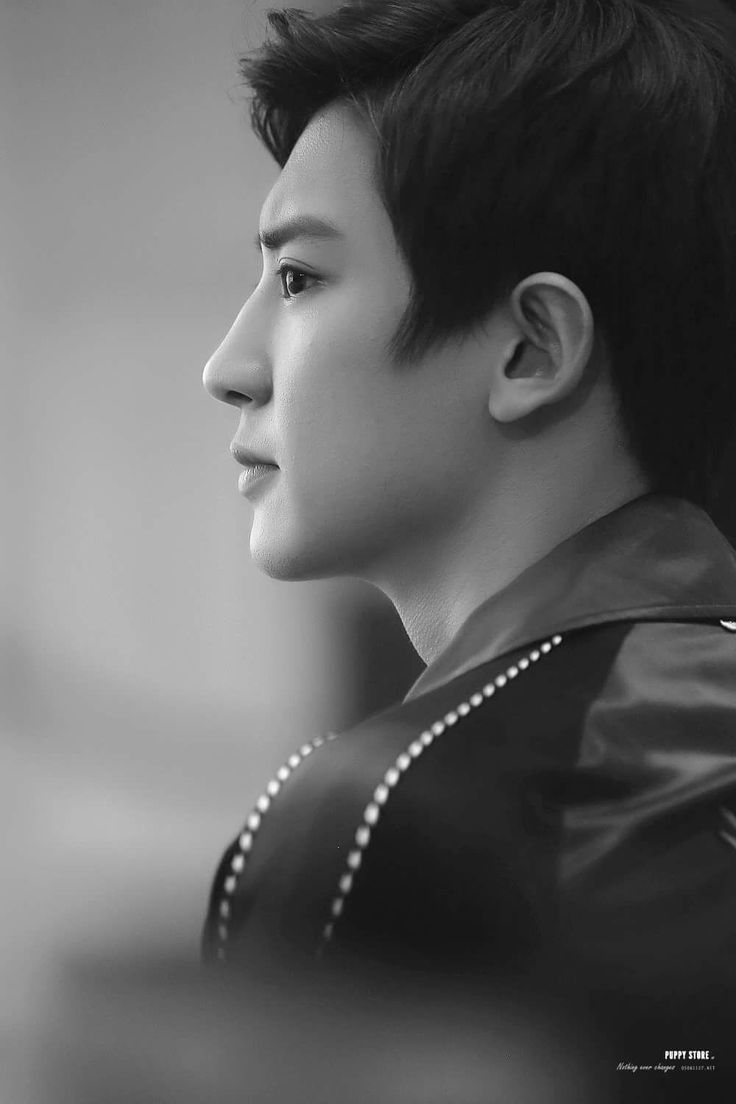His side face is Soo gorgeous Damnnnn #chanyeol