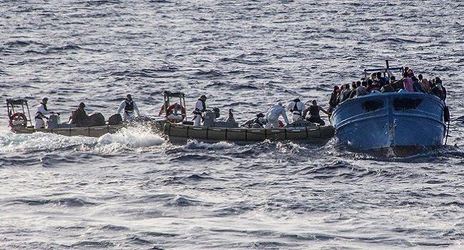 Elicotteri e navi per i migranti, nessun salvagente per gli italiani
