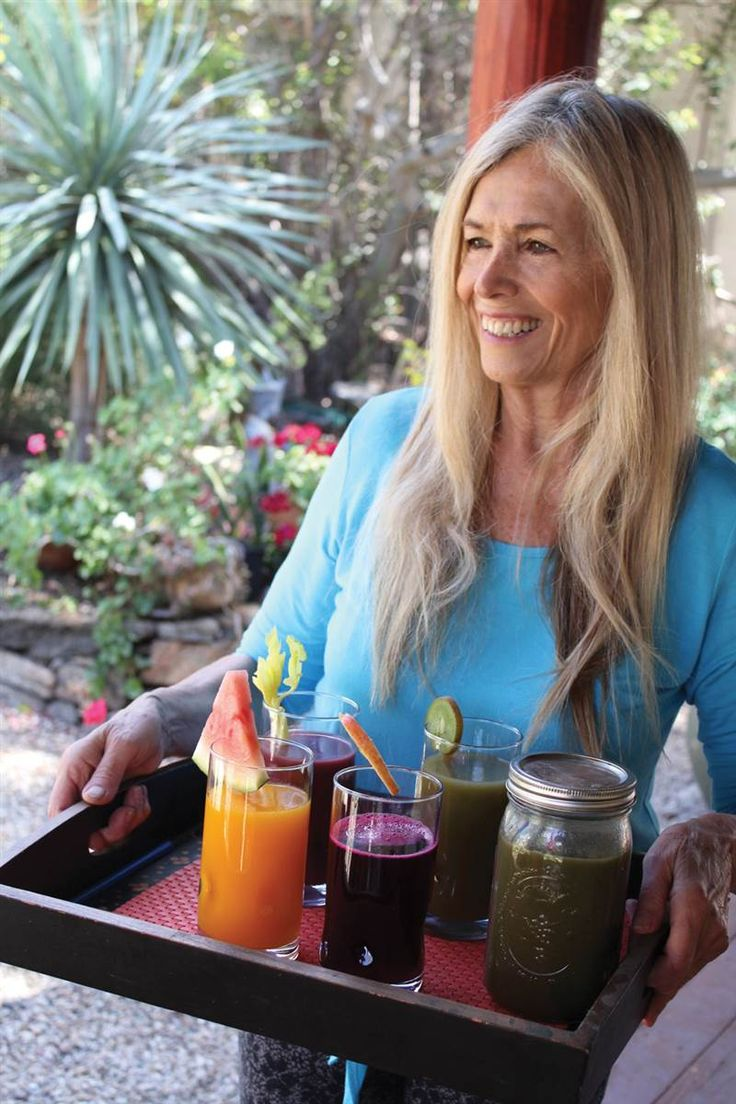 Clean and green blender juices Mimi Kirk, author of the Ultimate Book of Modern Juicing