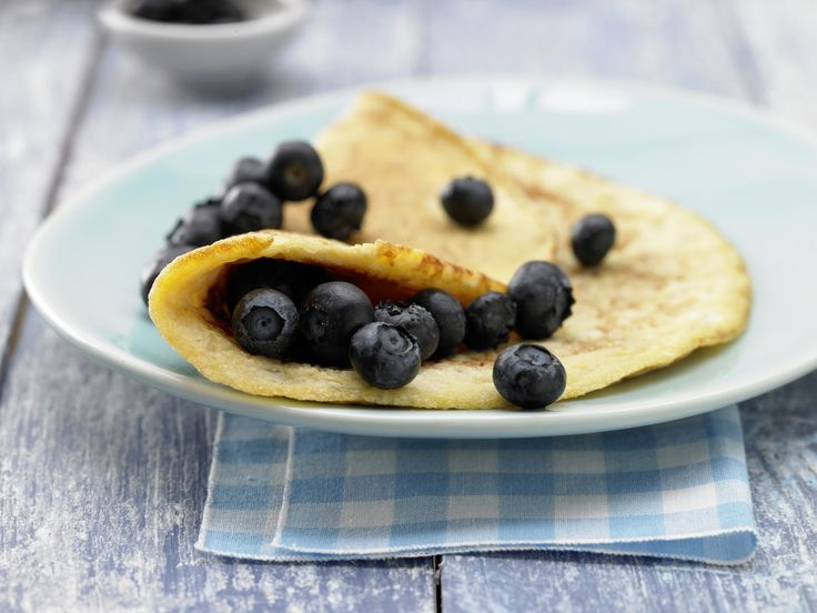 Köstliche Kreuzung aus Pfannkuchen und Rührei: Kokos-Reis-Omelett mit Heidelbeeren - smarter - Kalorien: 279 Kcal - Zeit: 20 Min. | eatsmarter.de