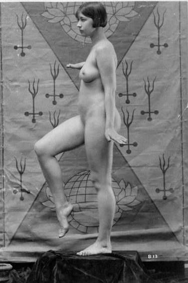 nude-taylor-marie-dooley-naked-dripper