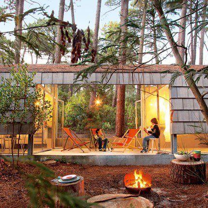 Une maison en fusion avec la nature - Des amis Bordelais se partagent cette maison qui reflète avec précision leurs envies. Lumineuse et spacieuse, cette résidence secondaire est avant tout un lieu de repos qui va droit à l'essentiel ; c'est-à-dire l'environnement et la simplicité.