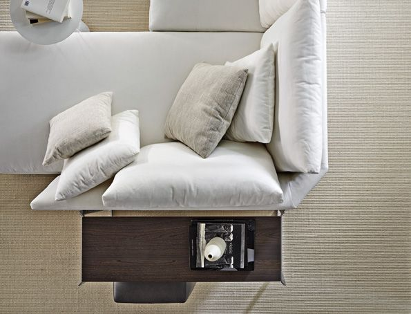 HOLIDAY - is a new sofa designed from Ferruccio Laviani to Molteni&C.   http://www.molteni.it/web/prodotto/?lang=IT&idp=202 …pic.twitter.com/XiDJDmfny7