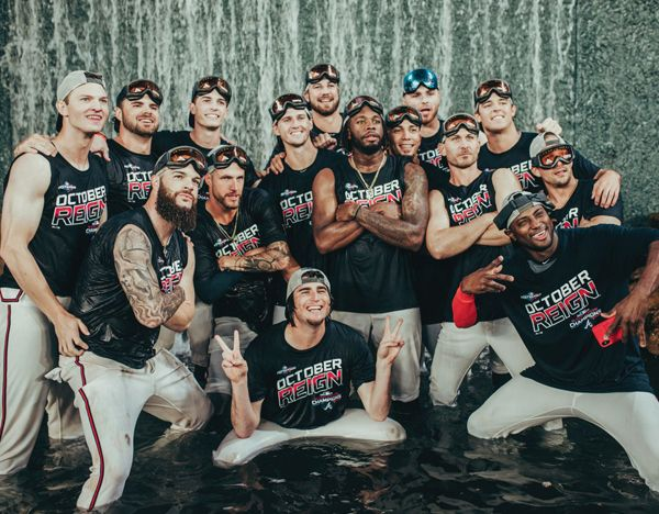 Atlanta Braves Players Jump Into The Waterfall In Centerfield At Suntrust Park To Celebrate Clinching The Nl East Atlanta Braves Atlanta Braves Baseball Braves