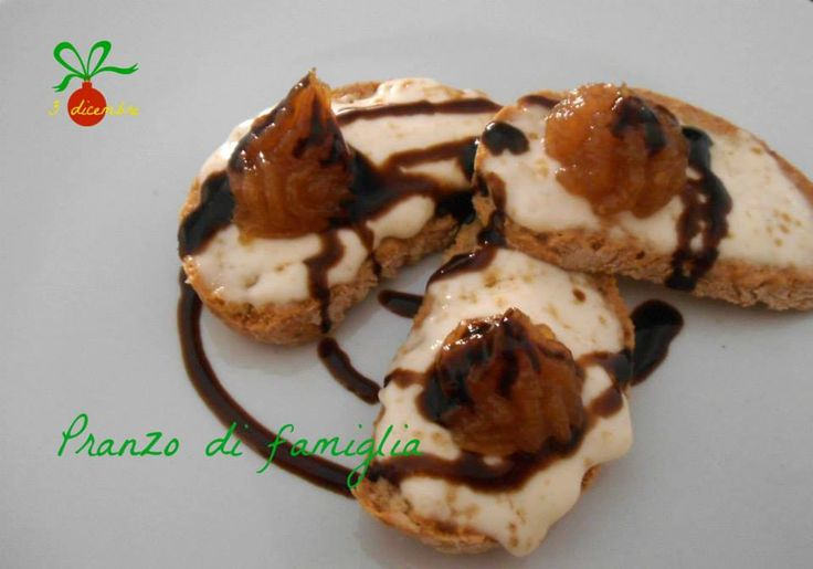 http://www.pranzodifamiglia.it/crostoni-stracchino-e-confettura-di-macedonia-al-pepe/