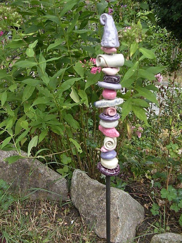 Schöner Keramikgartenstecker oder kleine Stele aus Ton in verschiedenen Formen und Farben.  Das besondere Geschenk aus Ton, ein Unikat für jeden Garten und Blumenliebhaber. Die hochwertigen...