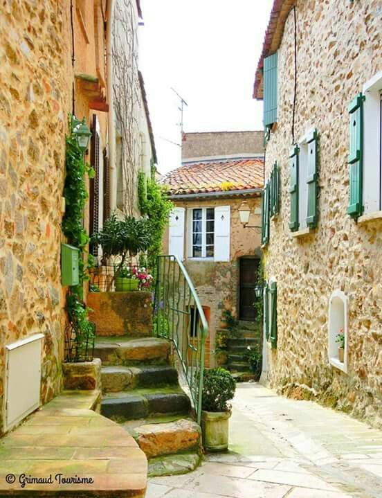 Grimaud in the Var, Provence-Alpes-Côte-d'azur. Photo: À La Campagne's Facebook Page