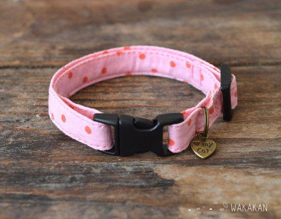 He encontrado este interesante anuncio de Etsy en https://www.etsy.com/es/listing/201270406/collar-para-gatos-oh-my-pink-muy-suave