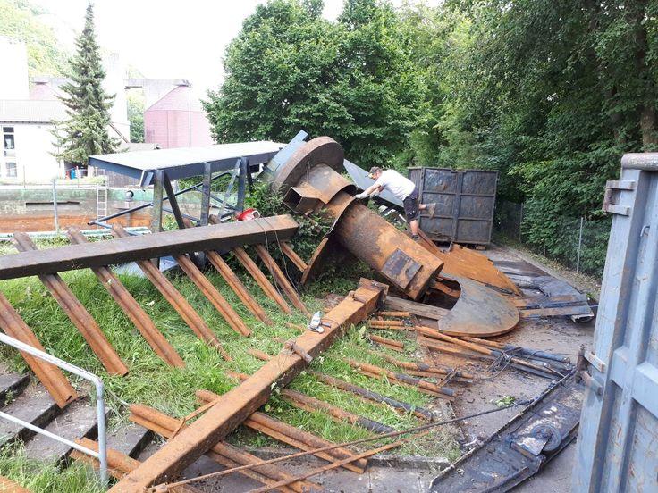 Terkleinerung / Demontage einer Brücke u. weiterern Anbauten einer Kläranlage zum Abtransport u. Entsorgung - Beton schneiden, Beton bohren / sägen vom Profi. Kernbohrung, Betonbohren, Fugen schneiden u. weitere Arbeiten - wir sind härter als Beton, über 20 Jahre Erfahrung, zertifiziert, in Frankfurt - fragen Sie uns: http://frankfurt-kernbohrung.de