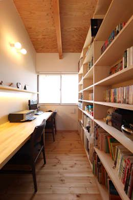書斎: 青木昌則建築研究所が手掛けた書斎&オフィスです。