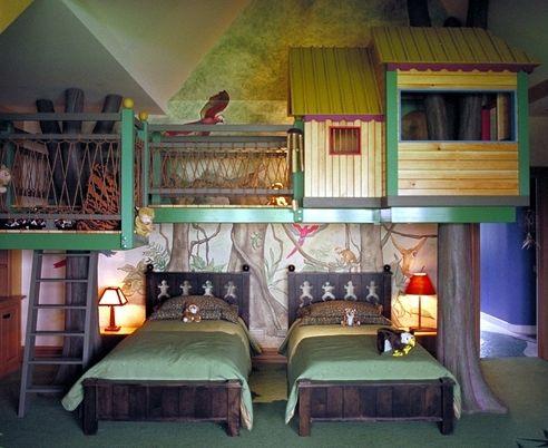 """Pokój dla dwójki dzieci nie musi być nudny - zadbaj o miejsce do zabawy dla pociech - zbuduj domki na ścianie. Dzięki temu będą mogły wspinać się """"na drzewa"""" cały rok."""