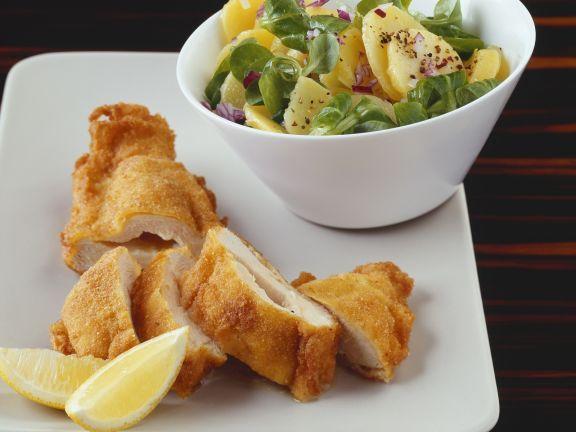 Paniertes Hähnchenbrust mit Kartoffelsalat ist ein Rezept mit frischen Zutaten aus der Kategorie Hähnchen. Probieren Sie dieses und weitere Rezepte von EAT SMARTER!