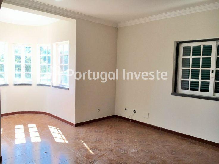 Sala, Vende Moradia T3, zona de lazer exterior, em Alcabideche - Portugal Investe