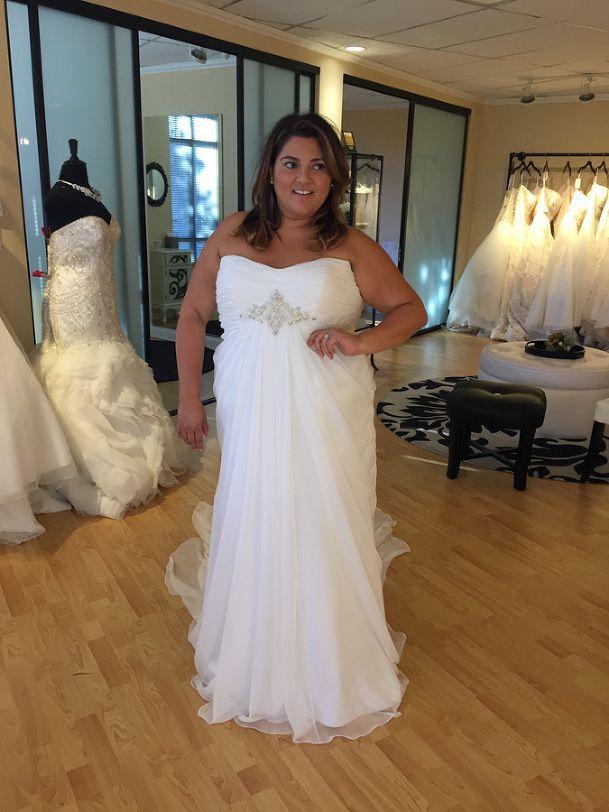 Wedding Dress Shopping for Plus Size Brides | Pretty Pear Bride | Casablanca Bridal from Della Curva | See more here: http://prettypearbride.com/bridal-blogger-wedding-dress-shopping-for-plus-size-brides/