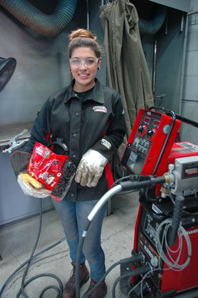 Andrea Moreno According to the American Welding Society, only five percent of welders in the U.S. are women. It is also estimated that there is a shortage of 250,000 welders nationwide and that number is expected to grow by six percent by 2020.