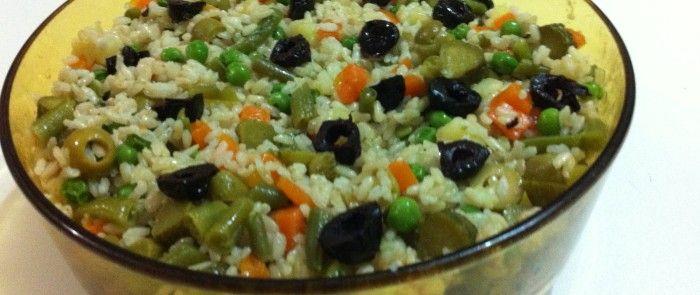 Insalata di riso integrale vegetariana