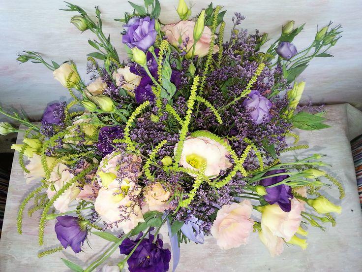 Wonderful summer bouquet with lisianthus. #florariamiozotis #miobouquets #summerlove