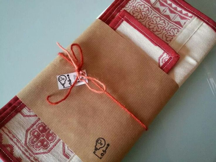 Pair of red mats....Packaging delle tovagliette con marchio Off.lab timbrato!