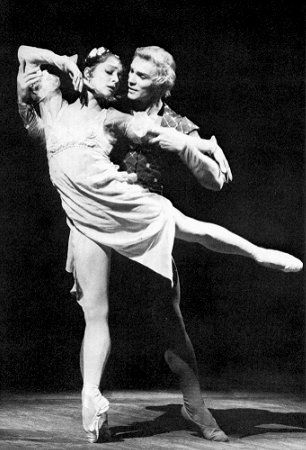 Ekaterina Maximova and Vladimir Vasiliev in Romeo and Juliet
