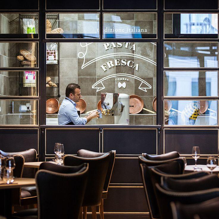 Mit dem Restaurant Comera hat München Schwabing eine neue Adresse für anspruchsvolle italienische Küche gewonnen. Sogar ein Pastalabor zum Zuschauen gibt es hier!