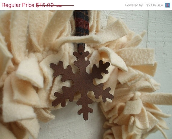 Rusty Snowflake Rag Wreath Ivory Fleece