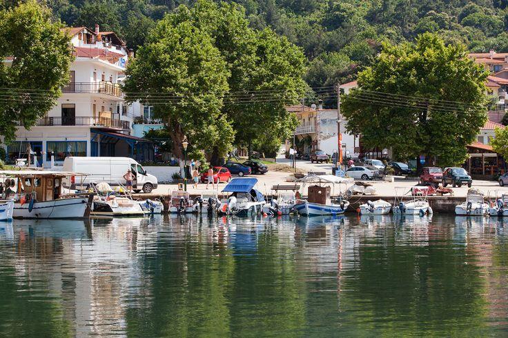 Lähde löytöretkelle – Thassokseen todella kannattaa tutustua. Matkusta kauniissa maisemissa, etsi oma uimapoukamasi tai pysähdy paikalliseen tavernaan. #Thassos #Kreikka #Greece #travel #beach #matka #loma #tjäreborg #letsgo #parhaatviikot