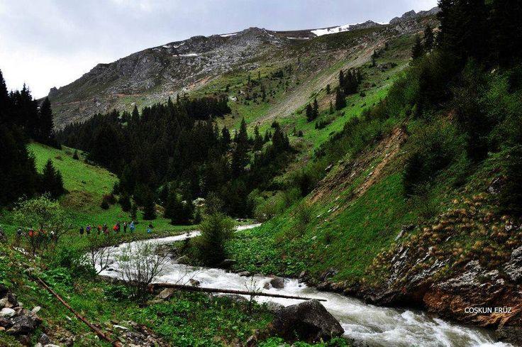 Orada Bir Köy Var Uzakta  Trabzon - Gümüşhane sınırında bulunan bölgede yer alan Erikli Köyü...  Coşkun Eruz
