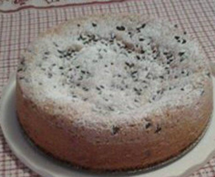 Farina di mandorle g 200 , 3uova, latte di soia mezzo bicchiere , buccia di limone, gocce di cioccolata foondetnte , 1 bustina di lievito, un pizzic