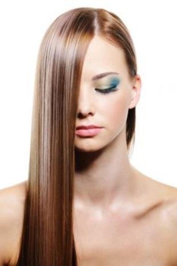 Ίσια μαλλιά χωρίς πιστολάκι; Φτιάξε μόνη σου το πιο τέλειο spray για να τα αποκτήσεις!