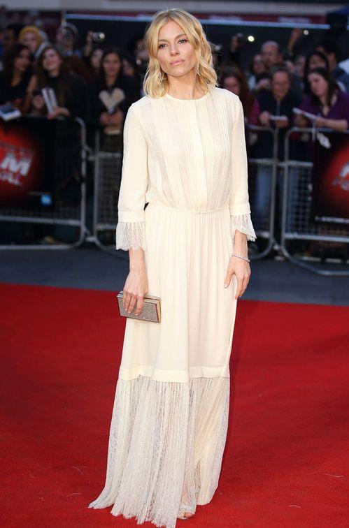 Sienna Miller en robe bohème Michael Kors Collection printemps-été 2016 à la première du film High-Rise à Londres http://www.vogue.fr/mode/inspirations/diaporama/les-looks-de-la-semaine-octobre-2015/23086#sienna-miller-en-robe-bohme-michael-kors-collection-printemps-t-2016-la-premire-du-film-high-rise-londres