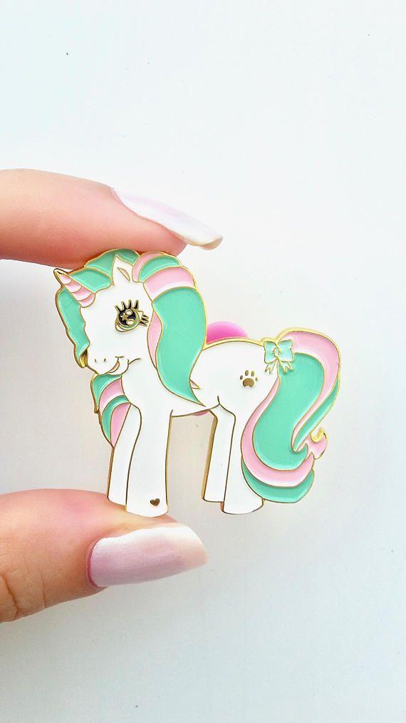 Scontato! Second Sale!!! Spilla pin unicorno colori pastello rosa menta ponyhttps://www.etsy.com/it/listing/523897866/scontato-second-sale-spilla-pin-unicorno?ref=related-3
