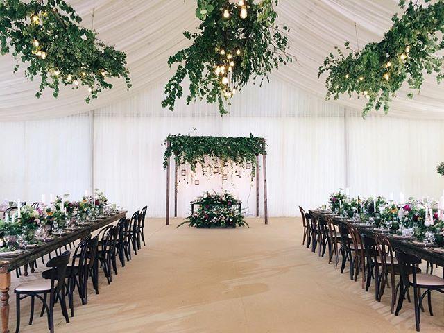 Вот и к нам  наконец пришло лето, а с ним и красивые загородные свадьбы! Чистота  стиля , элегантный рустик , с лесными нотками! Спасибо дорогим @ajur_wedding и прекрасной паре Катюше и Виталику , за этот день!  Wedding planner @ajur_wedding  Decor @lattedecor  #lattedecor #ajurwedding #rusticwedding #forestwedding #rusticdecor