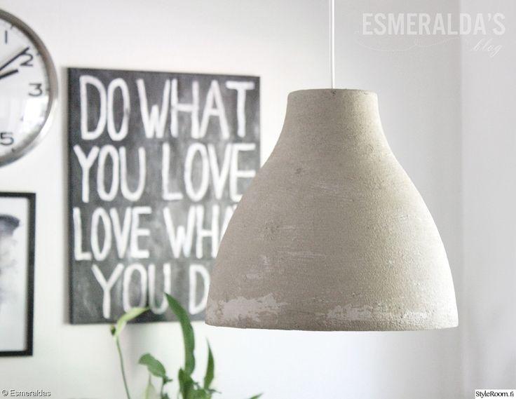 """""""EssiEsmeralda"""":n jykevä betonivalaisin on itse tehty. Taitavaa! #styleroom #inspiroivakoti #valaisin #diy #betoni"""