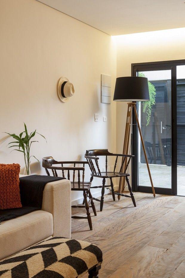 Casa estreita ganha luz natural e decoração moderna (Foto: Julia Ribeiro)