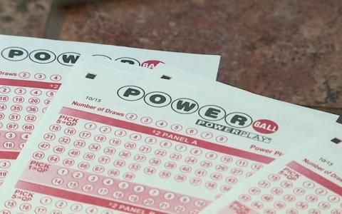Corrections & Clarifications. A previous version of this article misidentified the date of the next Powerball drawing. If you didn't score the big Powerball or Mega Millions jackpot this week to top off the year, you aren't alone. And you still have one more chance in 2017. Without a winner, both lottery games have fattened, with top prizes well above $300 million. The winning numbers for the $384 million Powerball jackpot were drawn Saturday. They were 28, 36, 41, 51 and 58 with...