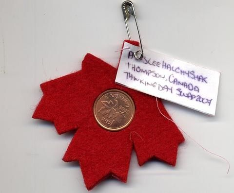 "3! Want a simple swap that really says, ""I am Canadian""? Try gluing a penny to a felt maple leaf. Image from: https://www.pinterest.com/pin/319685273521861794/"