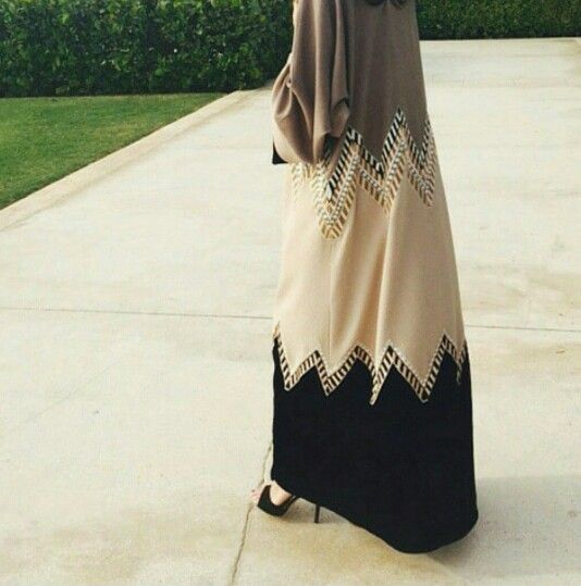 Abaya with zigzag design