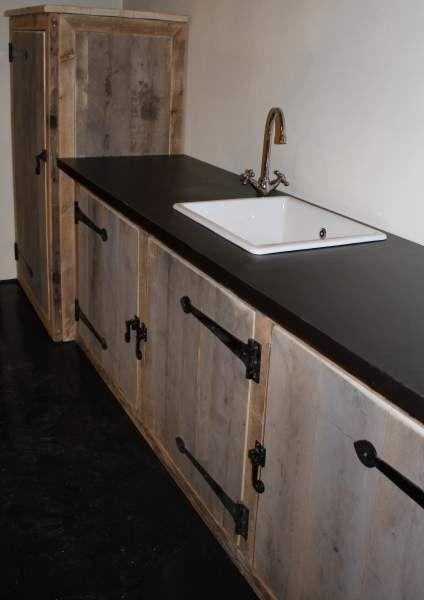 Buitenkeuken Gemaakt van oud steigerhout Deze buitenkeuken is compleet, (met kraan, blad en gootsteen) € 995,00