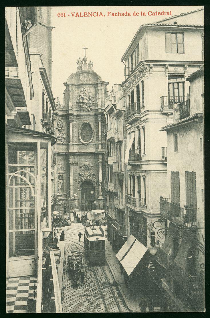 Fachada de la Catedral de Valencia                                                                                                                                                     Más