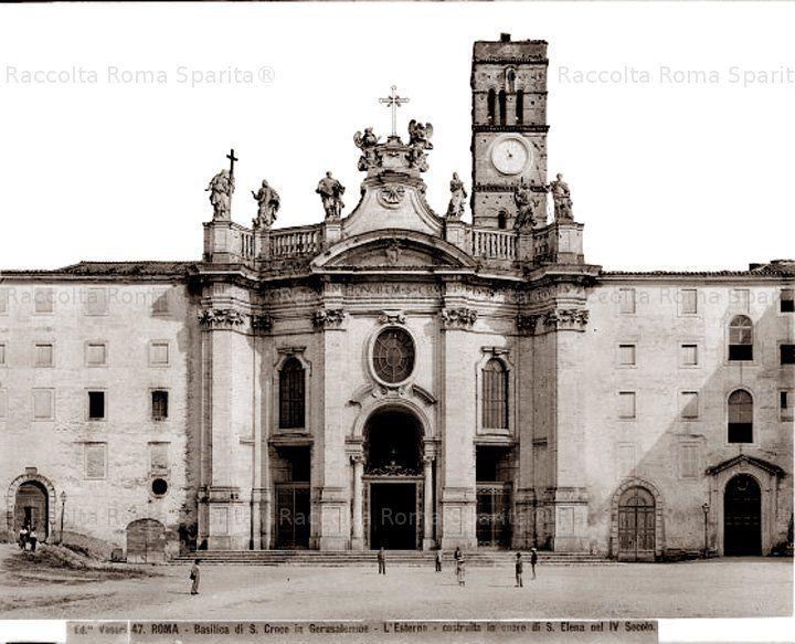 Basilica di Santa Croce in Gerusalemme, costruita in onore di Sant' Elena nel IV secolo. Anno: 1880 ca.-1910 ante