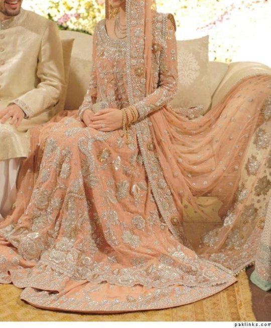 Finally a closer look of this dress by Bunto Kazmi