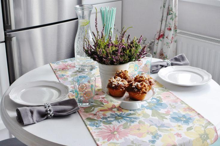 table, white table, flowers, ikea, duka, biały stół