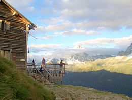 Tour du Mont Blanc : The comprehensive online guide. 105 miles, hotels and accommodations along way